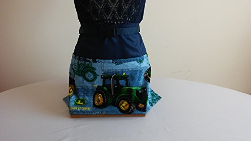 ADJUSTABLE NO TIE APRON - John Deere Pattern / 3 Lined Pockets Waist Apron / Matching fabric binding on navy background / The Perfect Gift for (John Deere Apron)