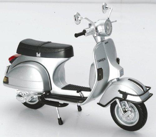new-ray-1-12-scale-diecast-motorcycle-vespa-p200e-del-1978-in-color-silver