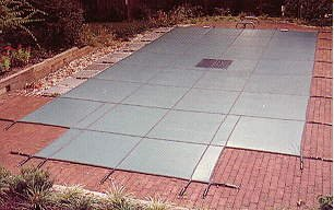 16' X 32' Panels (Loop Loc Safety Pool Cover - Ultra Loc-Solid W/Drain Panels - 16' x 32' W/ 4' x 8' Center Step)