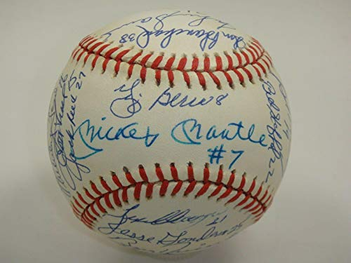 1961 Yankees Team Signed By 31 Baseball Mickey Mantle #7 Autograph Wow! - PSA/DNA Certified - Autographed ()