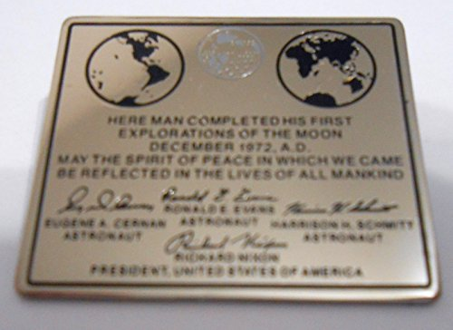 Final Mission Nasa Space Program Apollo 17 Moon Plaque Lapel Pin ()