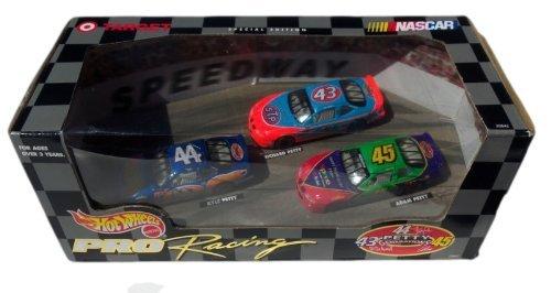 Hot Wheels Pro Racing Petty Generations #43 #44 #45 Kyle Petty Richard Petty Adam Petty 1:64 Three Car Set