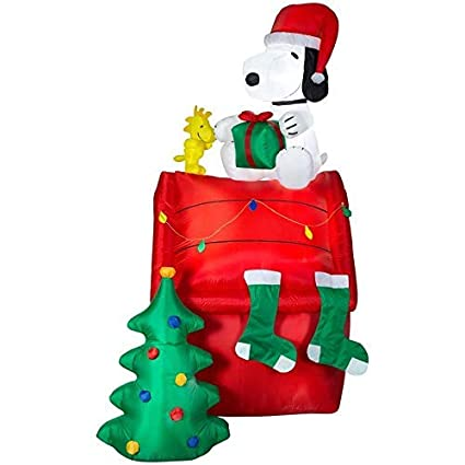 Snoopy And Woodstock Christmas Inflatable.Holiday Living Peanuts 8 5 Ft X 4 99 Ft Lighted Snoopy Christmas Inflatable