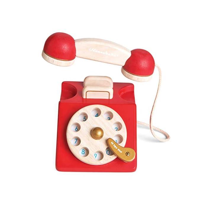 41h%2BAX 35QL Estilo retro hermosamente construido: a tu pequeño le encantará este juguete de juguete de madera para teléfono de rol. Con una campana dentro del teléfono para la diversión del juego de rol. Los dígitos escritos y la rueda giratoria realista fomentan el reconocimiento de números. Hecho de madera de goma pintada en rojo icónico y acabado con un toque de oro de lujo. Ideal para jugar interactivo: a los niños les encanta jugar junto con este brillante y colorido escenario y juego de rol. A medida que fomenta la imaginación creativa, el desarrollo social y del lenguaje, así como el desarrollo del reconocimiento del color estimulando la imaginación de tu pequeño. Diseño destacado y brillante pintado: con su hermoso, chispa creatividad, diseño nostálgico, el juguete de madera para jugar a roles del teléfono de juguete permite a los niños tomar recuerdos felices e incorporarlos a un ambiente de juego positivo. Un gran regalo divertido para niños o niñas a partir de 3 años.