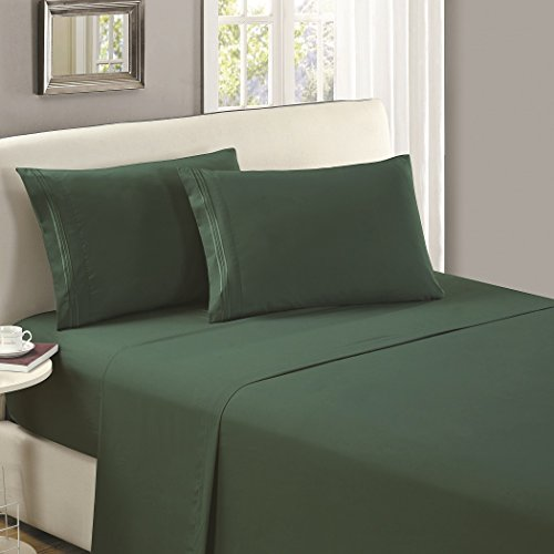 Mellanni Flat Sheet California King Emerald-Green - Brushed Microfiber 1800 Bedding Top Sheet - Wrinkle, Fade, Stain Resistant - Ultra Soft - Hypoallergenic (California King, Emerald Green) (Difference Between King And California King Bed Sheets)