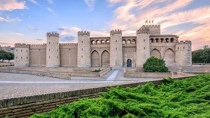 Palacio de la aljafería en Zaragoza, Spain (70365437), lona ...