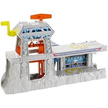 Amazon Com Matchbox Cliff Hanger Airport Playset Toys