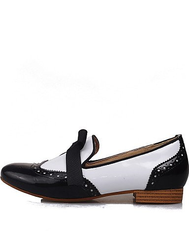 ZQ gyht Zapatos de mujer-Tacón Bajo-Comfort / Punta Redonda-Mocasines-Casual-Semicuero-Negro / Azul / Blanco , blue-us8 / eu39 / uk6 / cn39 , blue-us8 / eu39 / uk6 / cn39 black and white-us8 / eu39 / uk6 / cn39