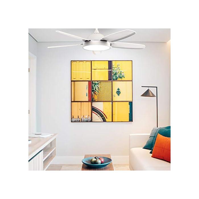 41hKJA4322L Ventilador de techo con 5 aspas de color blanco y un diámetro de 136 cm y potencia de 80W, que lo hacen ideal para refrescar habitaciones de entre 20 y 30 m2. Luz LED con 3 colores: cálido, blanco y frío. Con estos colores podrás decorar cualquier habitación de tu casa de forma sencilla y cambiar el estilo de la iluminación cuando lo desees. Aspas optimizadas para que ofrezcan el mejor funcionamiento posible. Mando a distancia para tu total comodidad y temporizador, para que puedas programarlo a tu gusto.