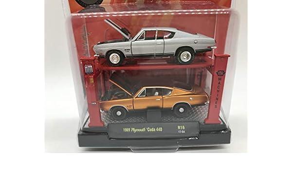 M2 Machines Auto-Lift 2 Pack 1969 Plymouth Cuda 440 R16 17-04 Matellic Naranja/Gris Detalles como Ninguna Otra ...