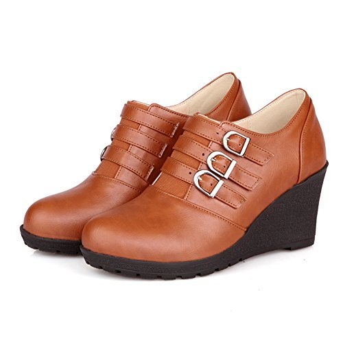 VogueZone009 Womens Round Toe Low Heels PU Soft Material Solid Pumps with Metal Buckles Brown XFLn6