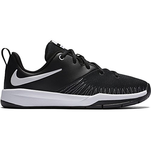 Image of Nike Boy's Team Hustle D 7 Low Basketball Shoes