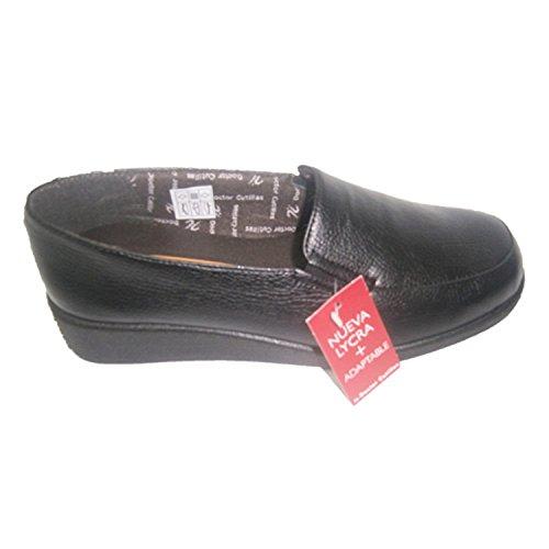 Zapato cómodo con gomas a los lados Doctor Cutillas en negro
