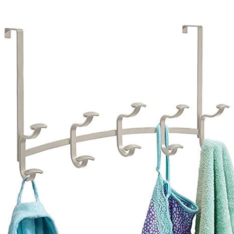 mDesign - Perchero de 10 ganchos, para colgar sobre perfil de puerta; guarda sacos, sombreros, batas, toallas - Satinado
