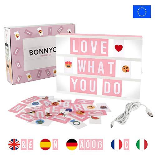 Caja de Luz A4 Rosa con 105 Letras, 60 Divertidos Emojis y USB | Con Letras Ñ y Ç | Cartel Luminoso LED Ideal para Decoracion Vintage en Habitacion, Oficina, Baby Shower, Cumpleanos y Bodas