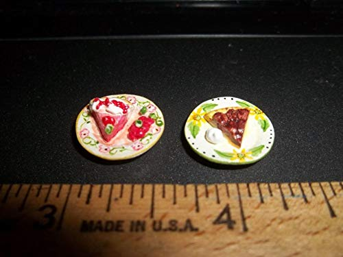 DELICIOUS PIE - 2 PIECES - STRAWBERRY AND PECAN - DOLL HOUSE MINIATURE