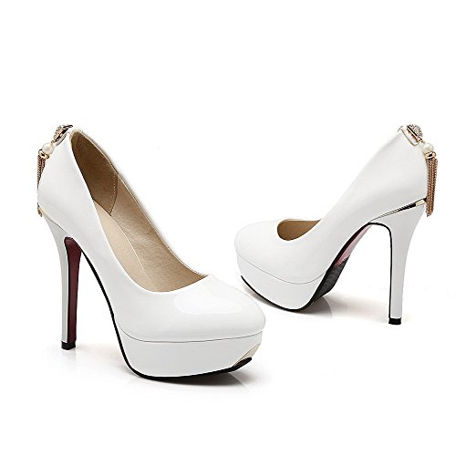 VogueZone009 Women's Pull-On PU Round Closed Toe Spikes-Stilettos Solid Pumps-Shoes White NdILb