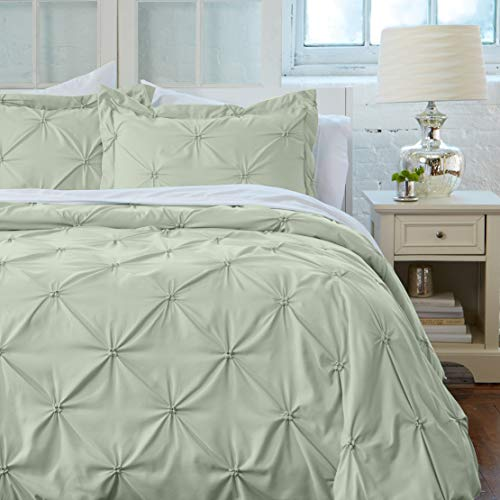 Great Bay Home Signature Pinch Pleated Pintuck Duvet Cover with Button Closure. Luxuriously Soft 100% Brushed Microfiber with Textured Pintuck Pleats and Corner Ties (Full/Queen, Pale Green)