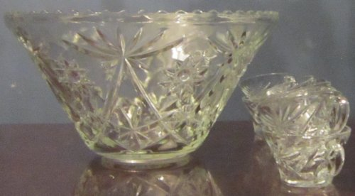 (Vintage Glass Punch Bowl (Set) )