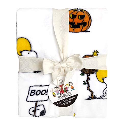 Peanuts Halloween Throw Blanket Peanuts Gang Snoopy, Woodstock & Pumpkin 55' x 70' -