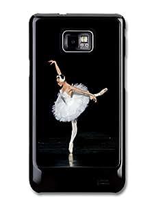 Ballet Dancer on Spotlight with White Ballet Skirt Swan carcasa de Samsung Galaxy S2