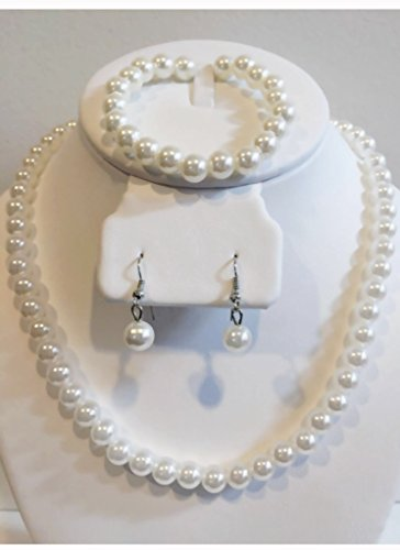 White faux pearl jewelry set: necklace, bracelet and earrings. Elegant jewelry set. Pearl ball, beaded bead, pearl cluster ball.