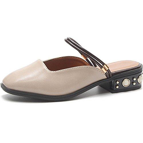 Las Medias Damas de Las Señoras Usan Zapatos de Verano Muller y Dos Zapatillas Frías Treinta Y Seis, Beige 1