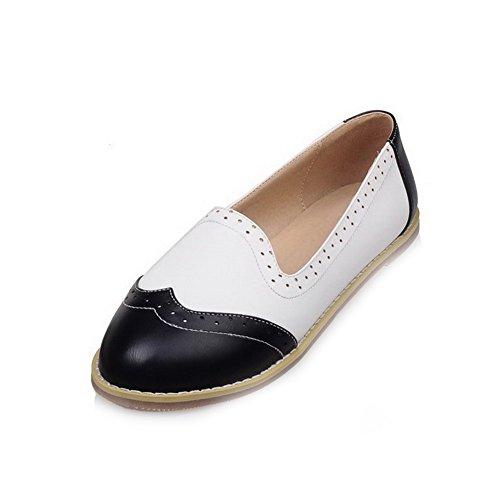 AllhqFashion Damen PU Leder Ohne Absatz Rund Zehe Gemischte Farbe Ziehen auf Flache Schuhe Schwarz