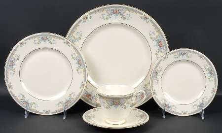 - JULIET (H5077) 5pc. Place Setting Royal Doulton English Fine Bone China The Romance Collection
