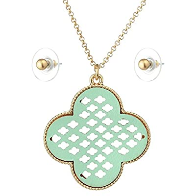 Wholesale Women's Metal Hollow Clover Filigree Pendant Necklace and Round Stud Earrings Set