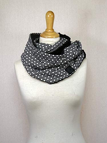 Snood/tour de cou doudou à motif hexagones noir et blanc