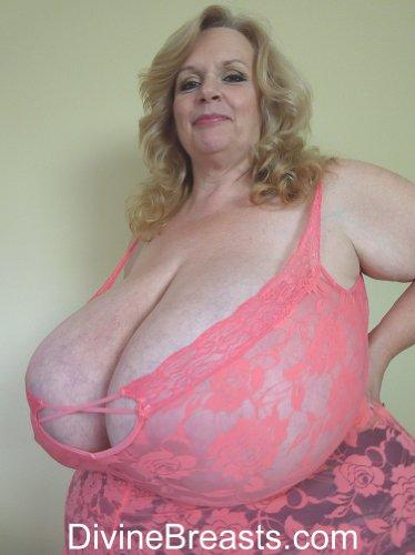 Helen mirren breast size