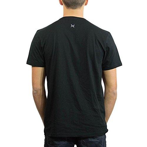 Amazon.com  Threadsmiths Men s Cavalier Hydrophobic T-Shirt (XS ... 1c2dbe8df9