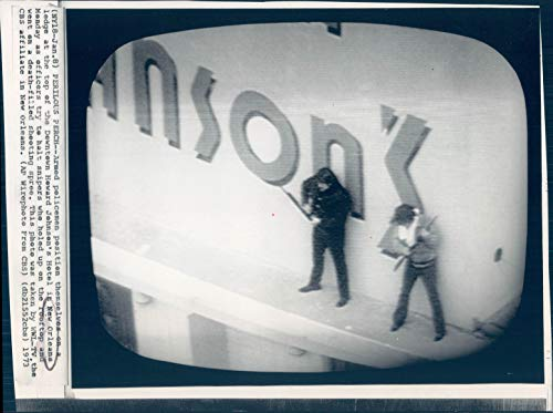 1973 Photo New Orleans Armed Policemen Howard Johnson Hotel Workers Vintage 7x9