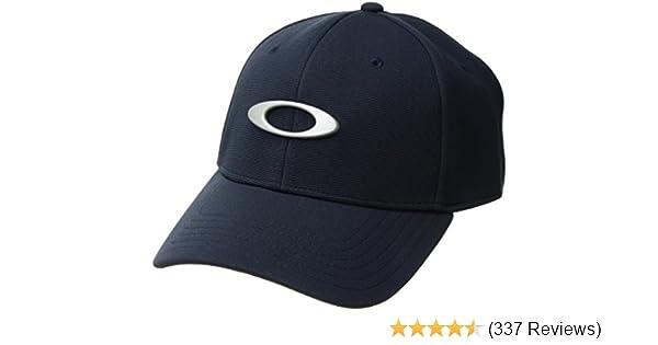 Amazon.com  Oakley Mens Metal Tincan Flexfit Hat  Clothing 3d50bef3e4c