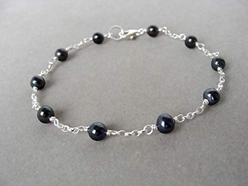 affordable everyday jewelry 7.25 inches simple and versatile Dainty black pearl bracelet handmade by Let Loose Jewelry genuine 4.5-5mm black pearls sterling silver
