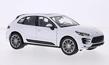 Porsche Macan Turbo White Model Car Ready Made Welly 1 24 Amazon De Spielzeug