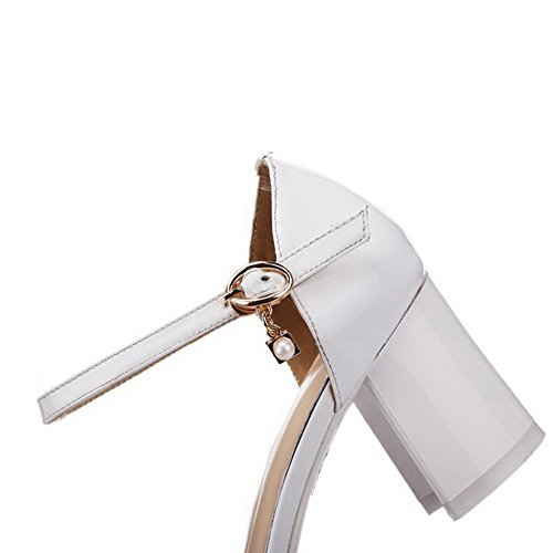 AmoonyFashion Womens Patent Leather Closed Toe Kitten-Heels Buckle Solid Sandals White OvFTF