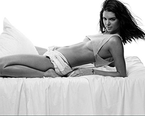 Kendall Jenner 8X10 Celebrity Photo  18