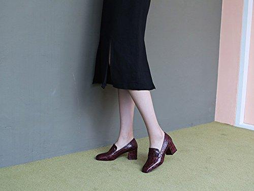 Karen Witte Dames Bordeauxrode Pumps Middenhoge Blokhielen Spitse Neus Crocoprint Schoenen Bordeauxrood