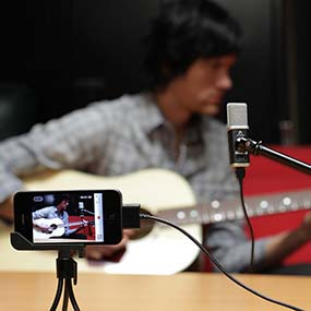 Apogee MiC recording audio with iPhone video