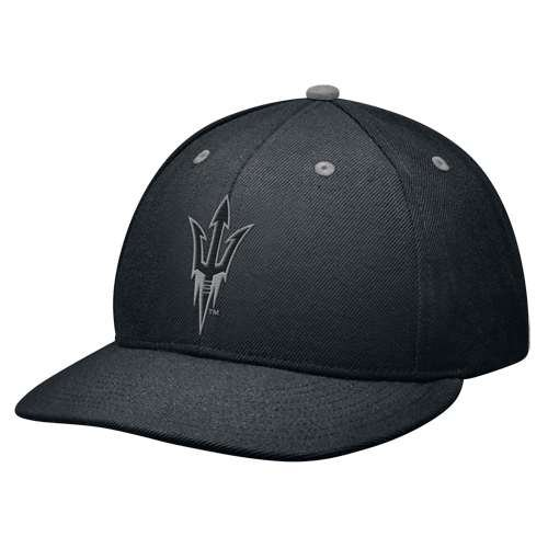 un Devils Black College 643 Fitted Hat (7 5/8) (Nike College Hats)