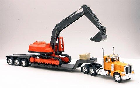 (New-Ray Toys Inc. 11283A 1/32 Peterbilt 379 Lowboy w/Excavator)
