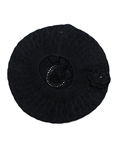 Béret noir avec fleur tricotté. Produit offert par NYfashion101.