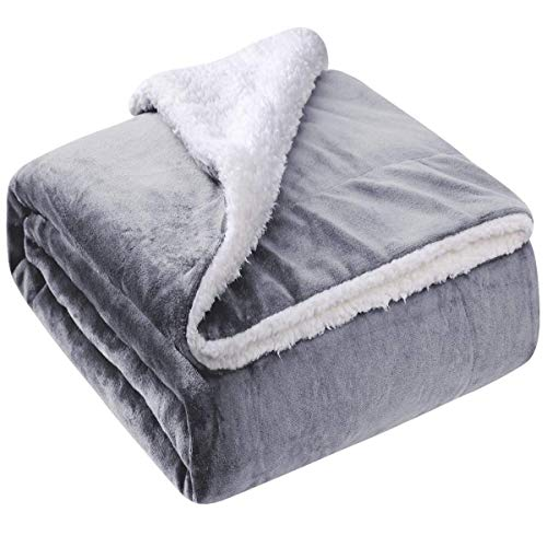 HOMEIDEAS Sherpa Fleece Blanket - Soft Twin Size Premium Luxury Fuzzy Reversible Blanket - Warm and Plush Throw Blanket for Bed Sofa Travel Couch 66 x 90 Inches,Light Grey