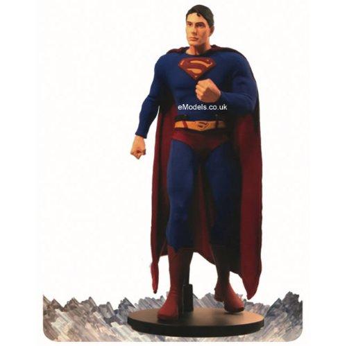 Superman Returns: Superman 13-Inch Deluxe Collector Figure ()