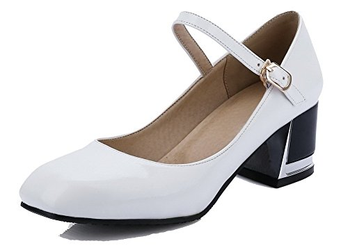AllhqFashion Damen Mittler Absatz Rein Schnalle Lackleder Quadratisch Zehe Pumps Schuhe Weiß