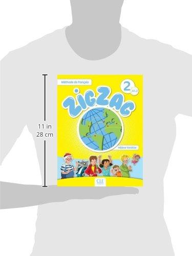 """41jNSid2AXL ZigZag: pour enfants débutants, une méthode ludique, claire et rassurante. ZigZag : une approche méthodologique actionnelle et interculturelle. ZigZag : un voyage à travers le monde francophone avec ses héros - Félix, le blogueur reporter, Lila sa petite copine, Madame Bouba, la gourmande et aussi Tilou le loup, Pic Pic le hérisson et Pirouette, la chouette. ZigZag, c'est : Un livre de l'élève avec CD audio inclus (chansons et comptines). Un cahier d'activités en couleurs. Un guide pédagogique détaillé (+ des fiches pour la classe téléchargeables). Un triple CD audio collectif pour la classe (livre de l'élève + cahier d'activités). Les """"plus"""" de ZigZag : Des cartes images ludiques pour dynamiser l'apprentissage du lexique (flashcards téléchargeables). Un portfolio téléchargeable. Des enregistrements audio riches et variés. Une version numérique complète pour TBI ou vidéoprojecteur. Un site internet compagnon."""