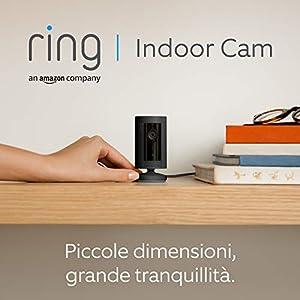 Ti presentiamo Ring Indoor Cam, una videocamera di sicurezza plug-in compatta, con immagini in HD e comunicazione bidirezionale, compatibile con Alexa | Colore nero