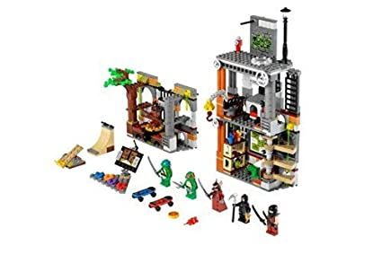 LEGO Teenage Mutant Ninja Turtles Turtle Lair Attack w/ Minifigures | 79103